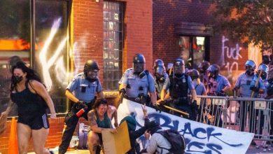 Photo of Protesty v USA organizované Demokraty proti Trumpovi pod záminkou násilné smrti černocha, se rozšířily už do 25 měst. 70% demonstrantů jsou bílí aktivisté