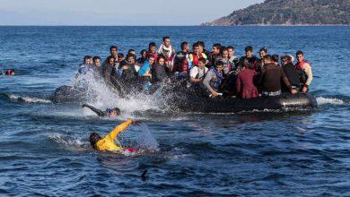 Photo of Migranti plavící se přes Kanál La Manche hrozí pobřežní stráži utopením svých vlastních dětí
