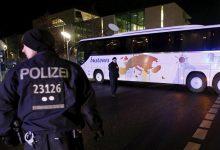 Photo of Afgánec zabil manželku v Nemeckom autobuse pred očami cestujúcich, v rámci každodenného moslimského obohacovania. Nemeckí a Bruselskí politici sú pevne rozhodnutí nanútiť nám desiatky tisíc takýchto obohacovačov ktorých navyše budeme musieť živiť