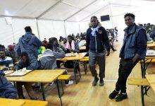 Photo of Taliani dovážajú a vítajú migrantov, pričom čoraz viac obyvateľov Talianska nemá ani na jedlo