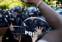 Photo of Tvrzení, že bílí policisté terorizují černochy, je pro normálního Američana stejně přesvědčivé, jako pro Čecha tvrzení, že běloši pravidelně přepadávají s nožem Romy a kradou jim peněženky
